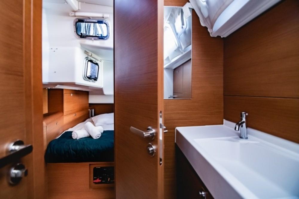 Boat rental Jeanneau Sun Odyssey 519 in Atene on Samboat