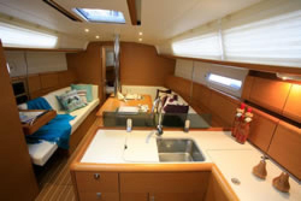 Boat rental Jeanneau Jeanneau 39i in Key West on Samboat