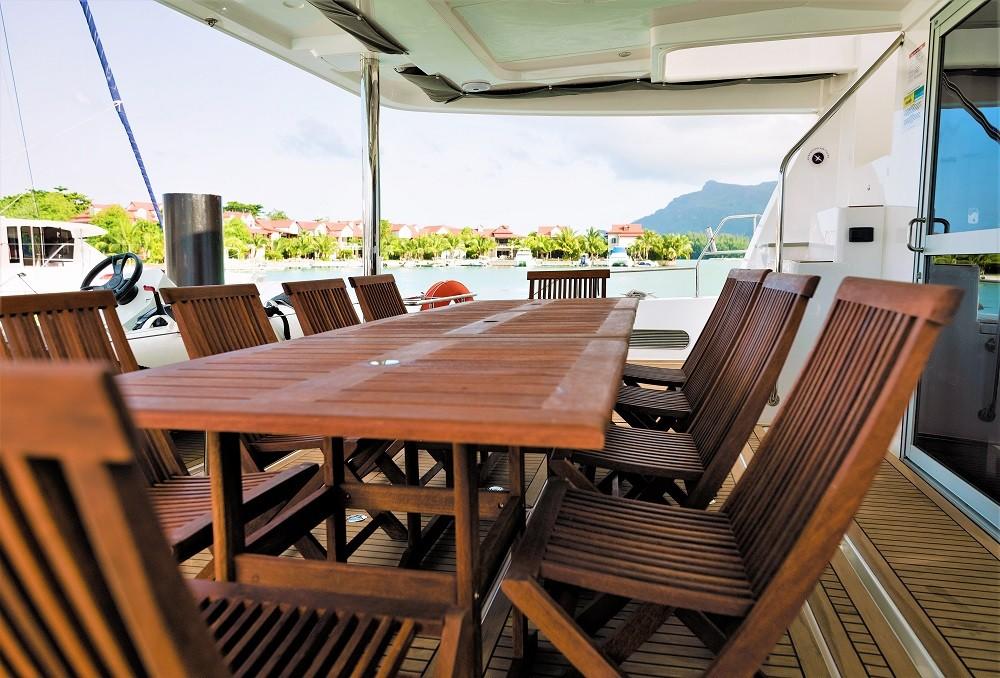 Boat rental Victoria cheap Leopard 58