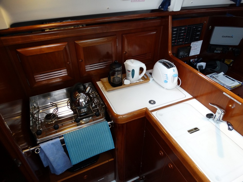 Hire Sailboat with or without skipper Bénéteau Eastleigh