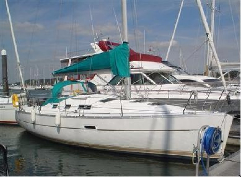 Hire Sailboat with or without skipper Bénéteau Hamble Point Marina