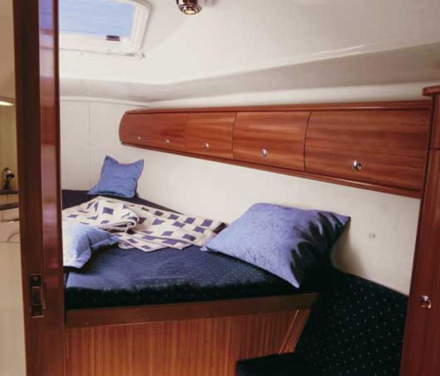 Rental Sailboat in Hamble Point Marina - Bavaria Bavaria 36