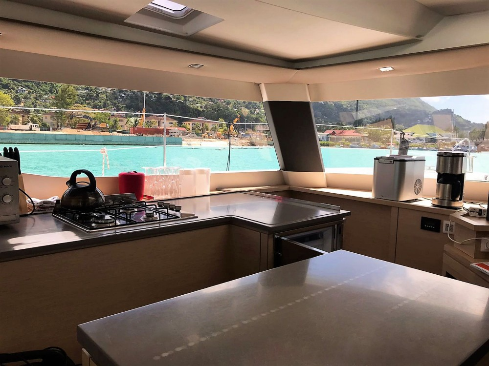 Boat rental Seychelles cheap Saba 50