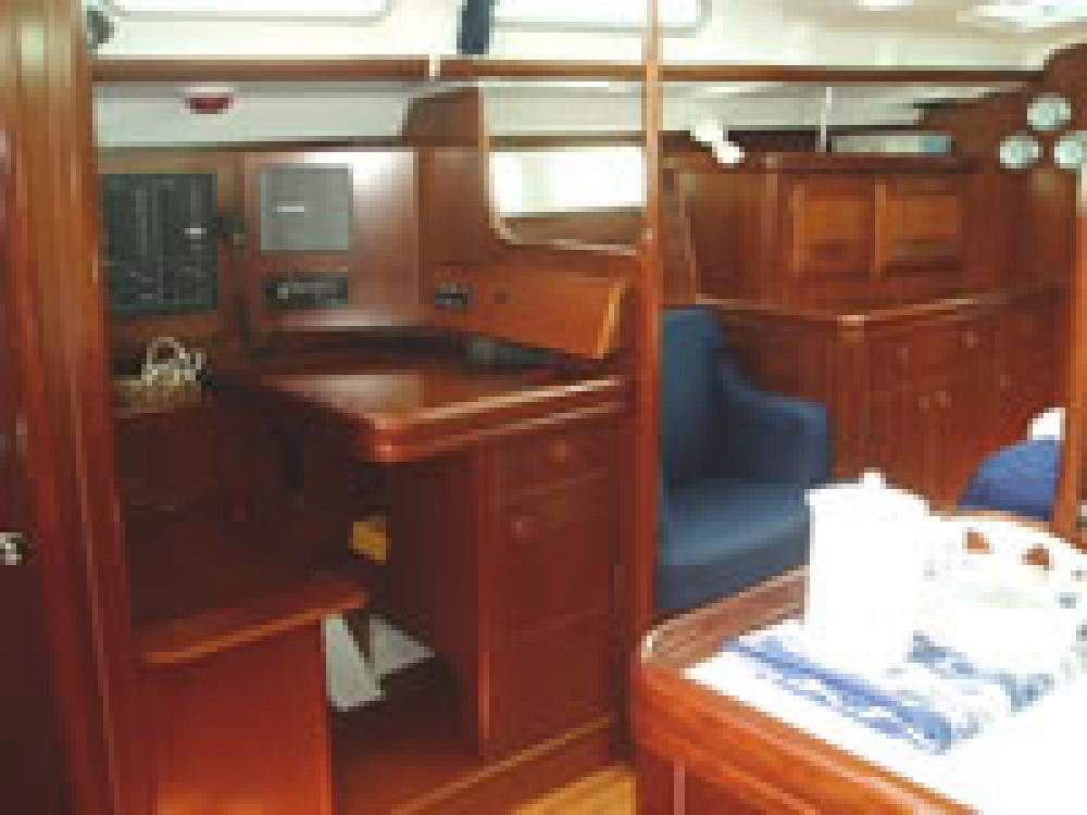 Boat rental Bénéteau Oceanis 473 in Eastleigh on Samboat