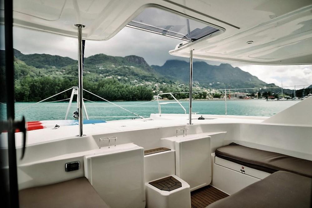 Boat rental Seychelles cheap Leopard 48