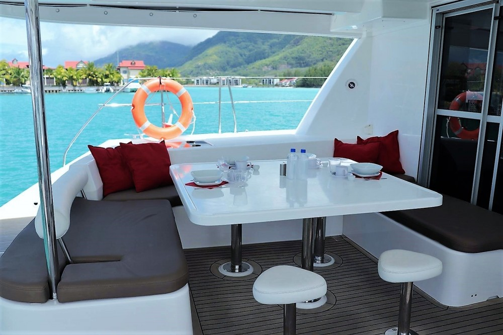 Boat rental Robertson and Caine Leopard 48 in Seychelles on Samboat