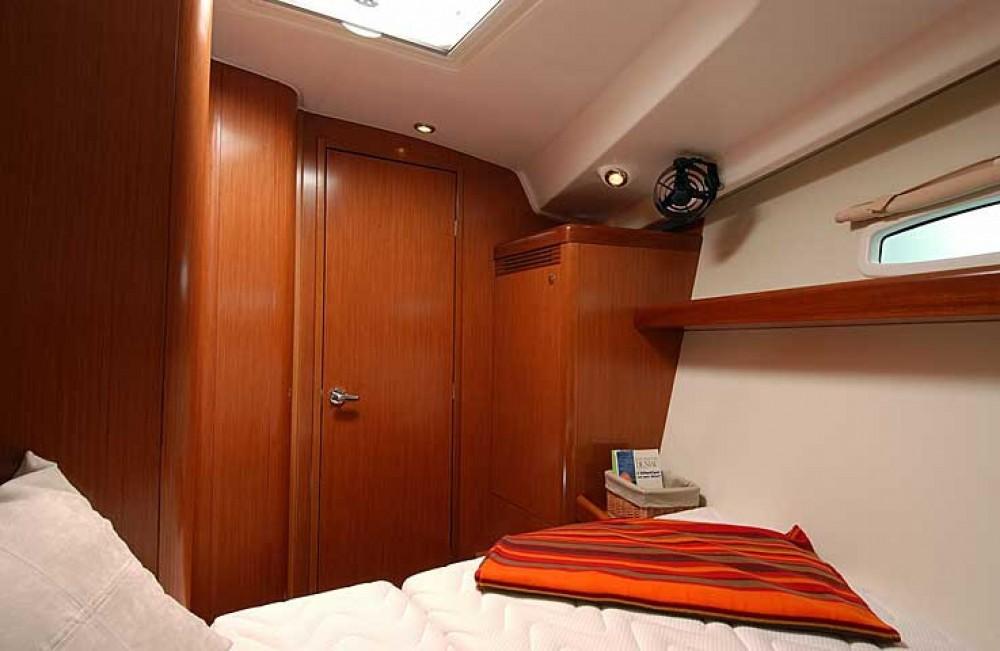 Rental yacht Lisbon - Bénéteau Beneteau 43 on SamBoat