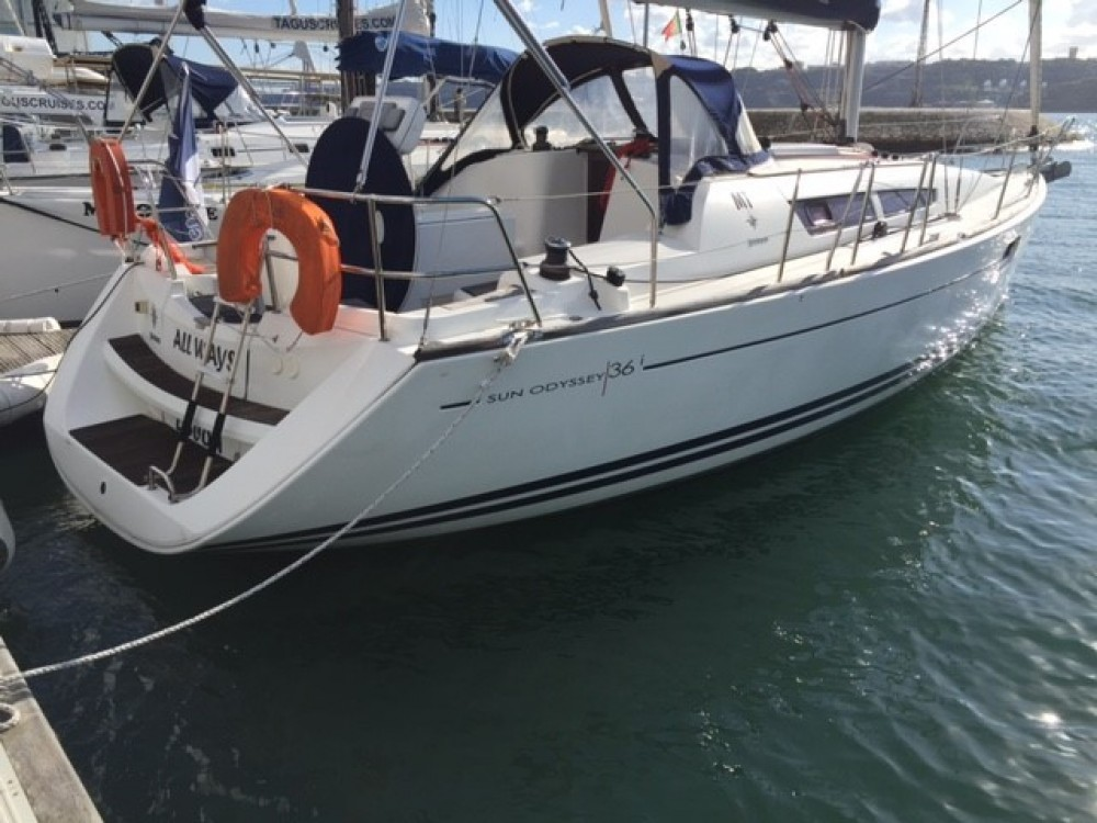 Hire Sailboat with or without skipper Jeanneau Lisbon