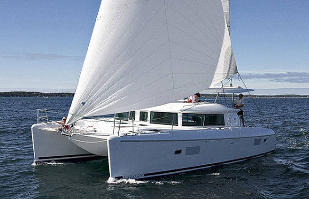 Rental Catamaran in Lisbon - Lagoon Lagoon 420