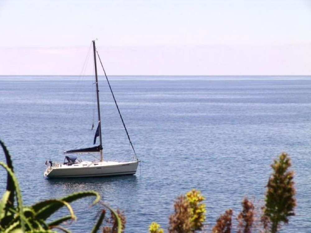Hire Sailboat with or without skipper Dufour Madeira