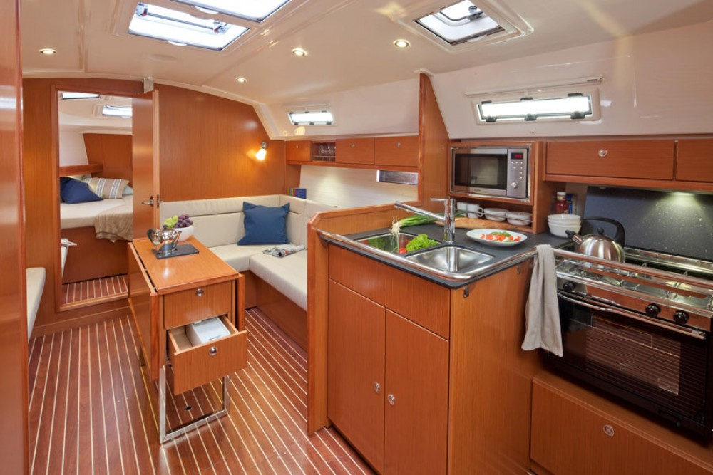 Sailboat for rent Lisbonne at the best price