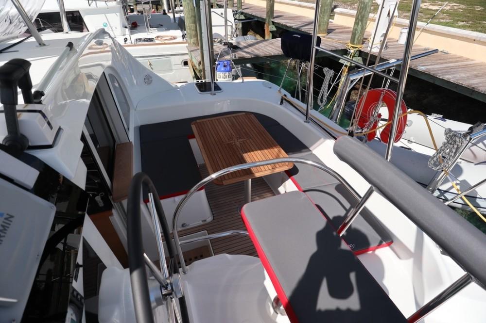 Boat rental Nassau cheap Lagoon 380