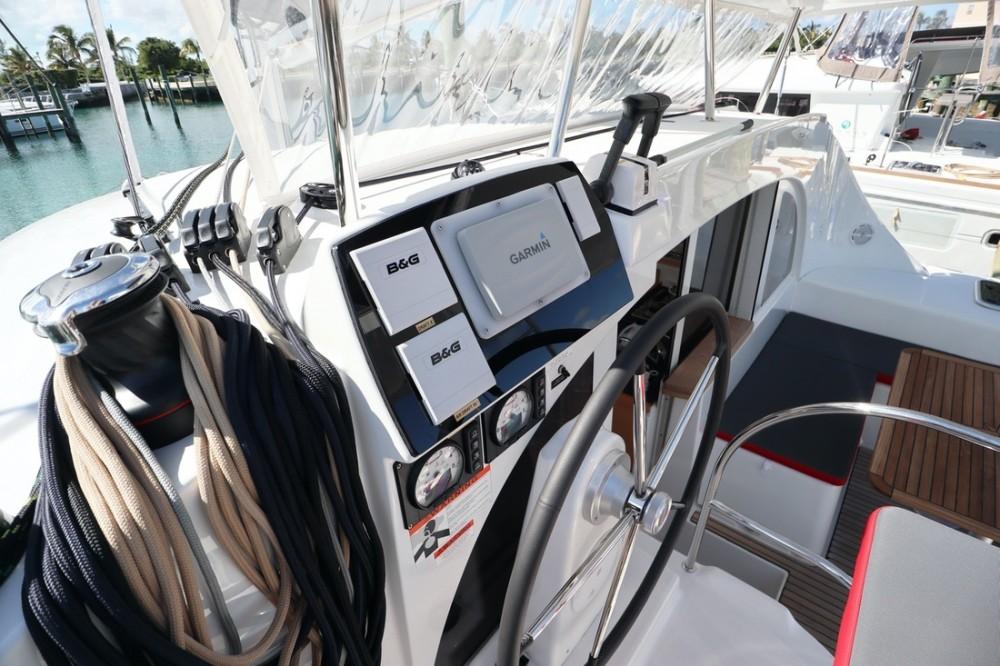Rental Catamaran in Nassau - Lagoon Lagoon 380