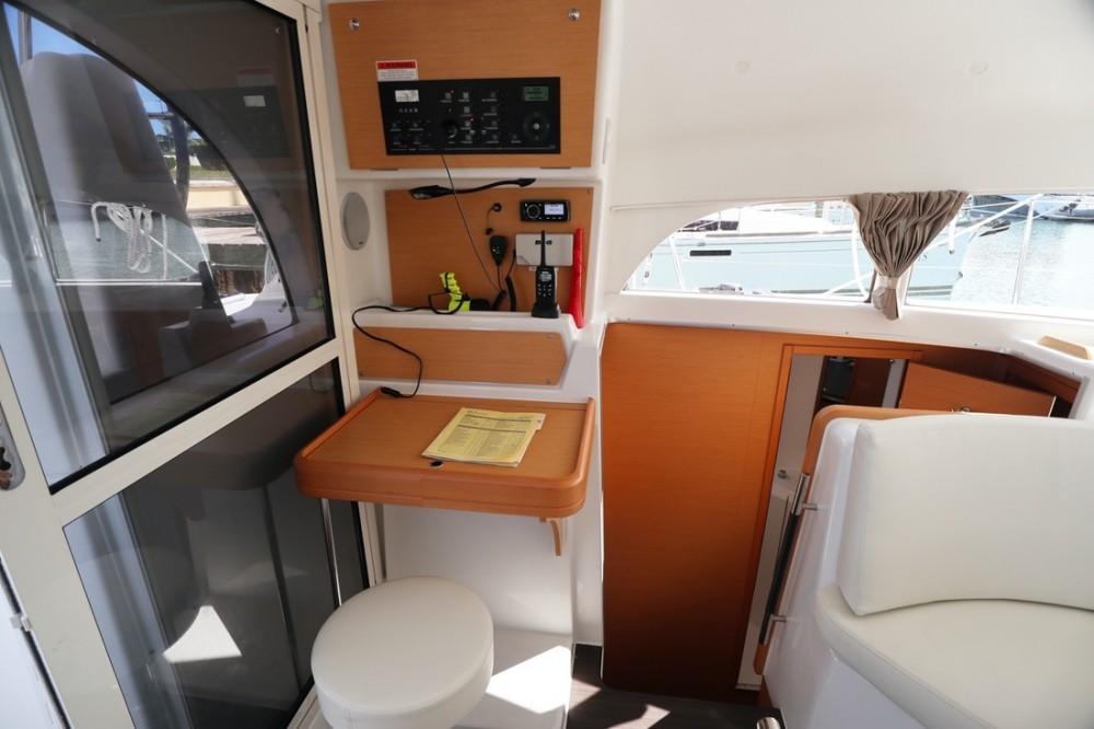 Lagoon Lagoon 380 between personal and professional Nassau
