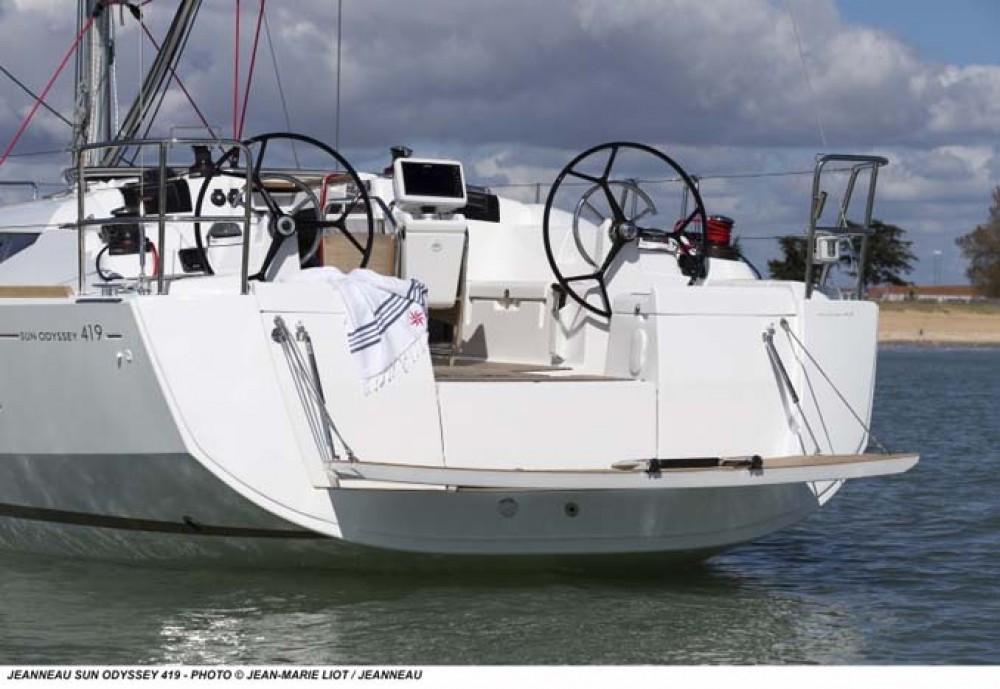 Boat rental Jeanneau Sun Odyssey 419 in Nassau on Samboat