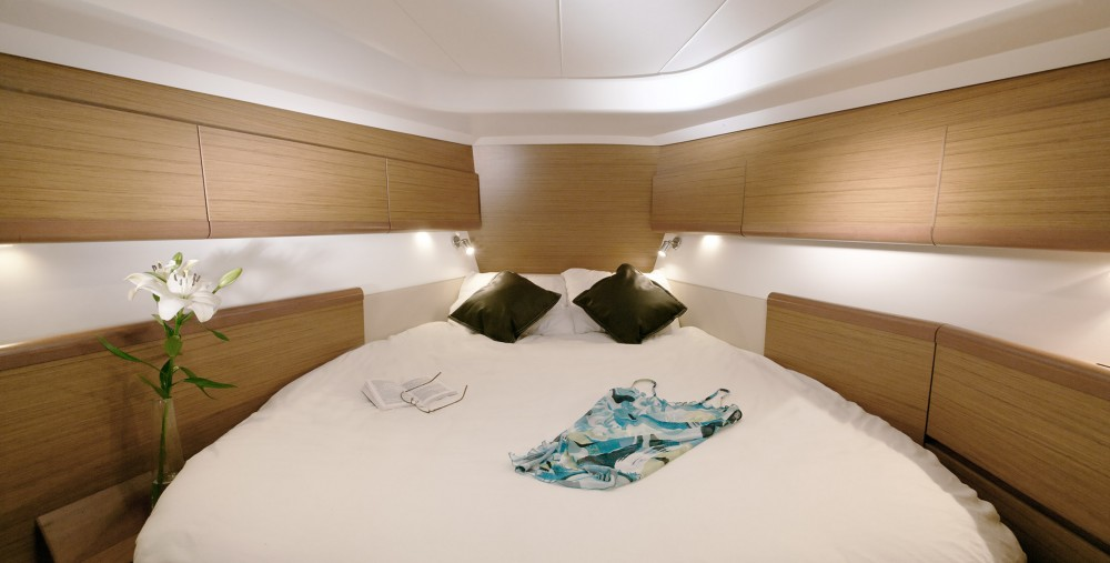 Rental Sailboat in Antibes - Jeanneau Sun Odyssey 45 DS