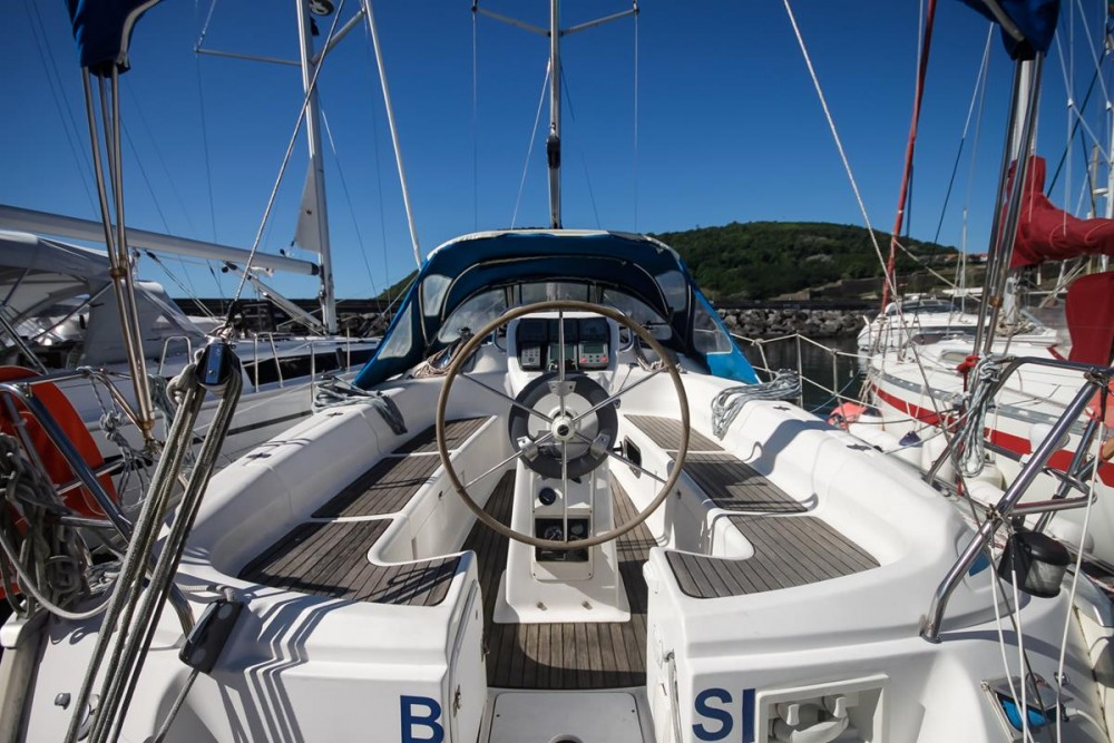 Rent a Bavaria Bavaria 37 Cruiser