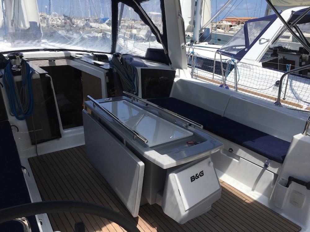 Rental Sailboat in Salerno - Bénéteau Oceanis 45