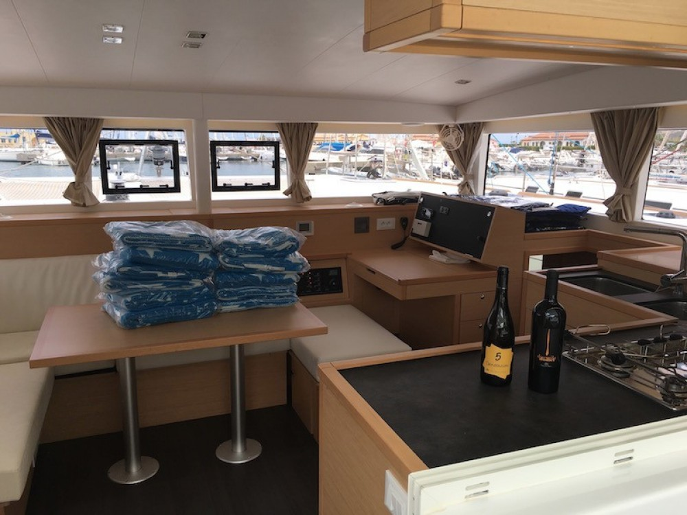 Boat rental Lagoon Lagoon 400 in Capo d'Orlando on Samboat