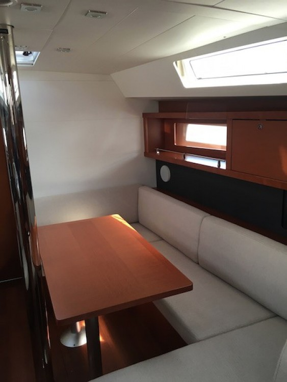 Bénéteau Oceanis 41 S between personal and professional