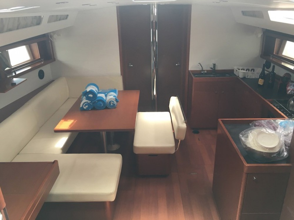 Bénéteau Oceanis 48 between personal and professional Salerno
