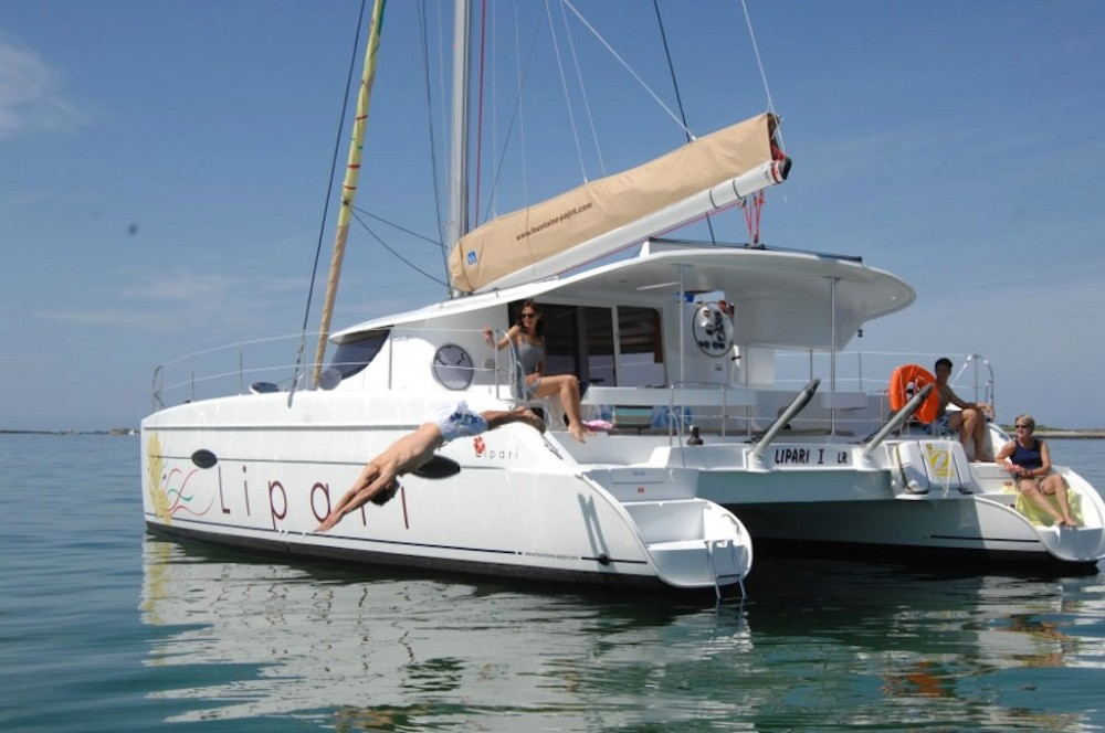 Boat rental Fountaine Pajot Lipari 41 in Propriano on Samboat