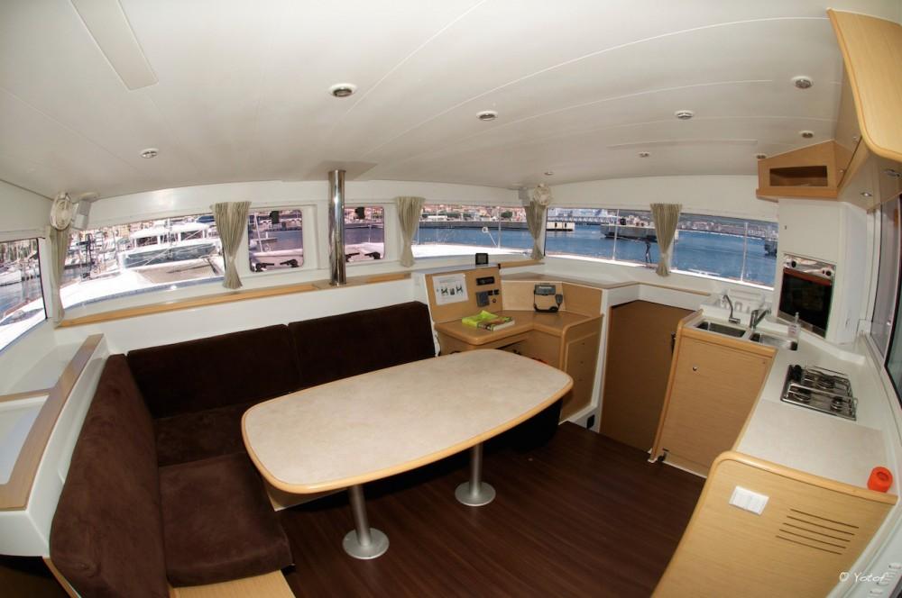 Rental yacht Ajaccio - Lagoon Lagoon 400 on SamBoat