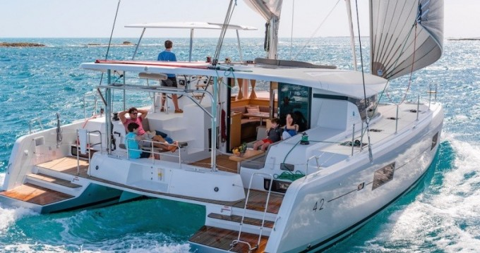 Rental Catamaran in Playa Sardinera - Lagoon Lagoon 420