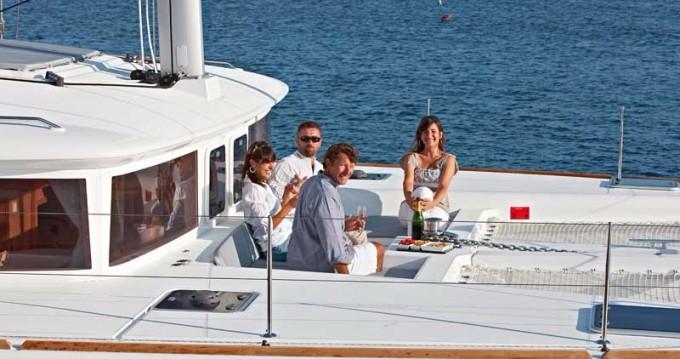 Boat rental Lagoon Lagoon 450 in Playa Sardinera on Samboat