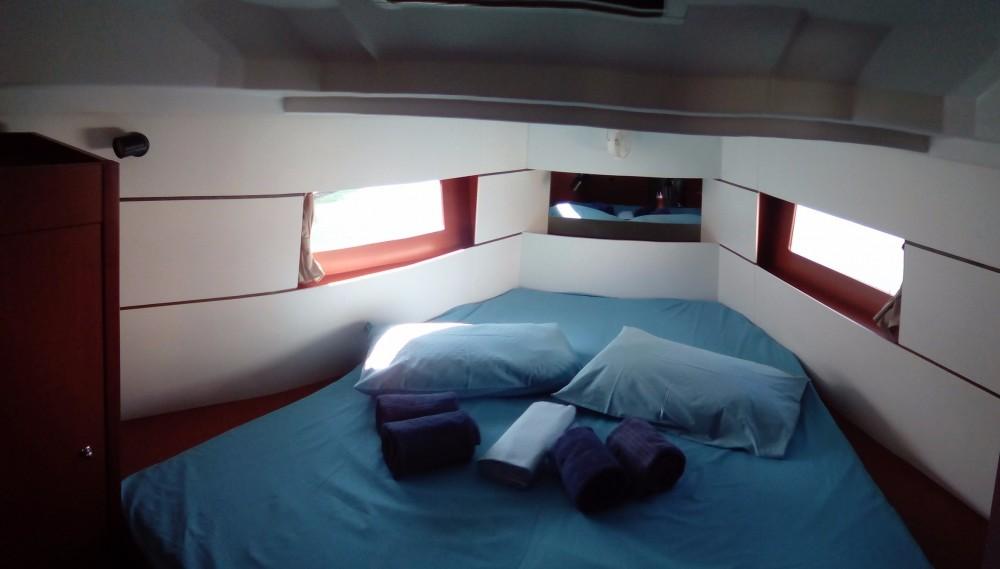Boat rental Bénéteau Oceanis 38 in Furnari on Samboat