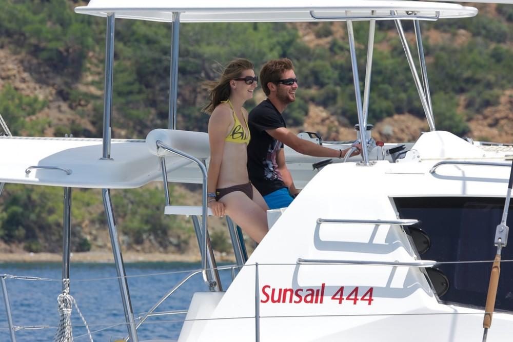 Rental Catamaran in Furnari - Robertson-Caine Leopard 44