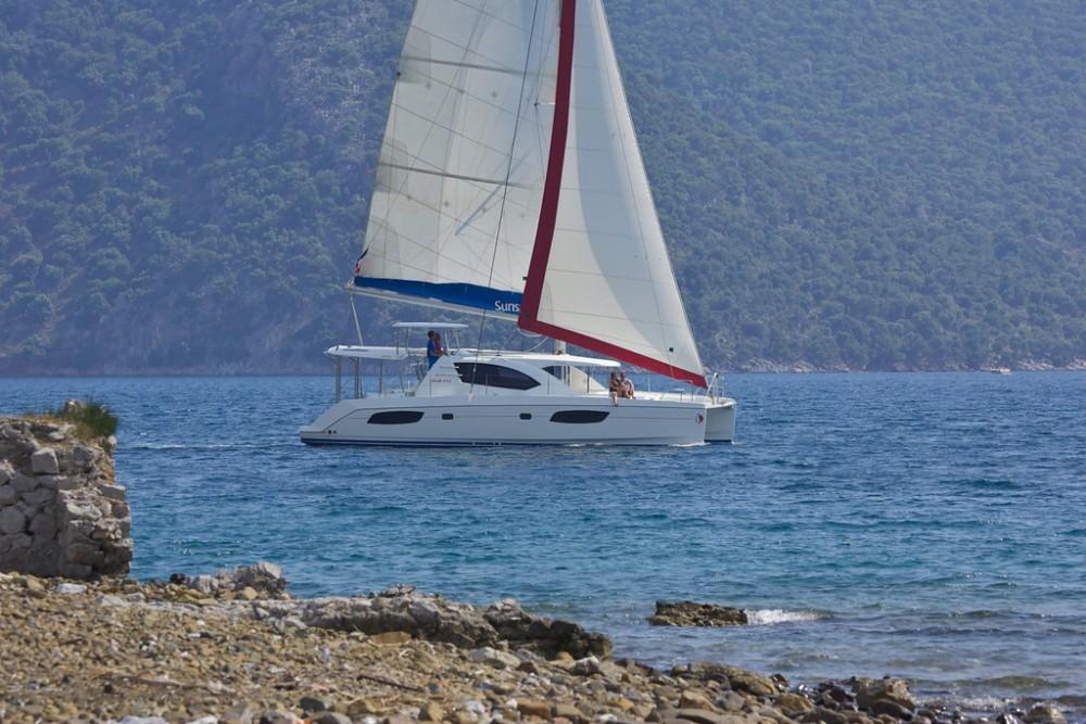 Rental yacht Furnari - Robertson-Caine Leopard 44 on SamBoat