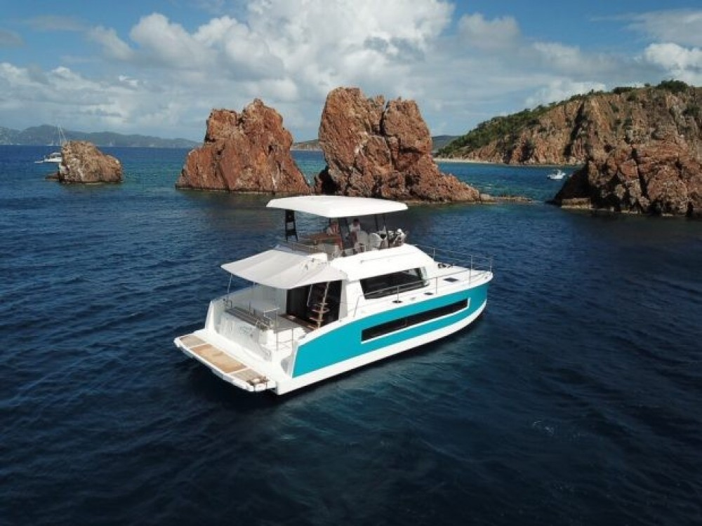 Rental Catamaran in Road Town - Fountaine Pajot My 37