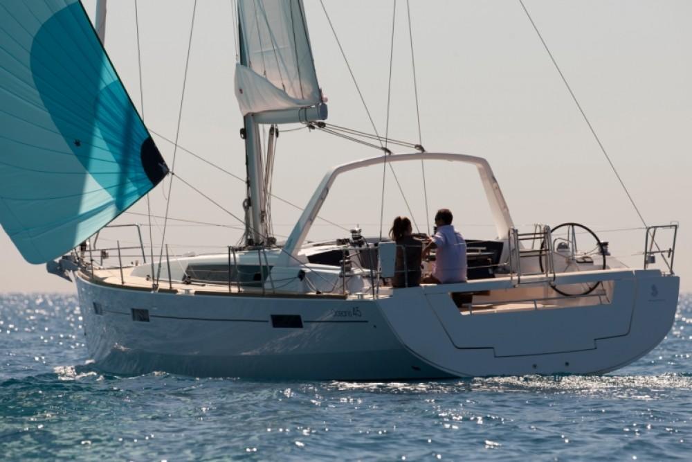 Rental Sailboat in Cannigione - Bénéteau Oceanis 45