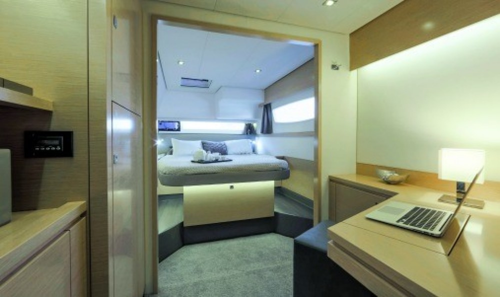 Hire Catamaran with or without skipper Fountaine Pajot US Virgin Islands