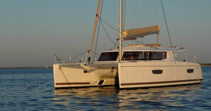 Rental Catamaran in Saint Thomas - Fountaine Pajot Helia 44