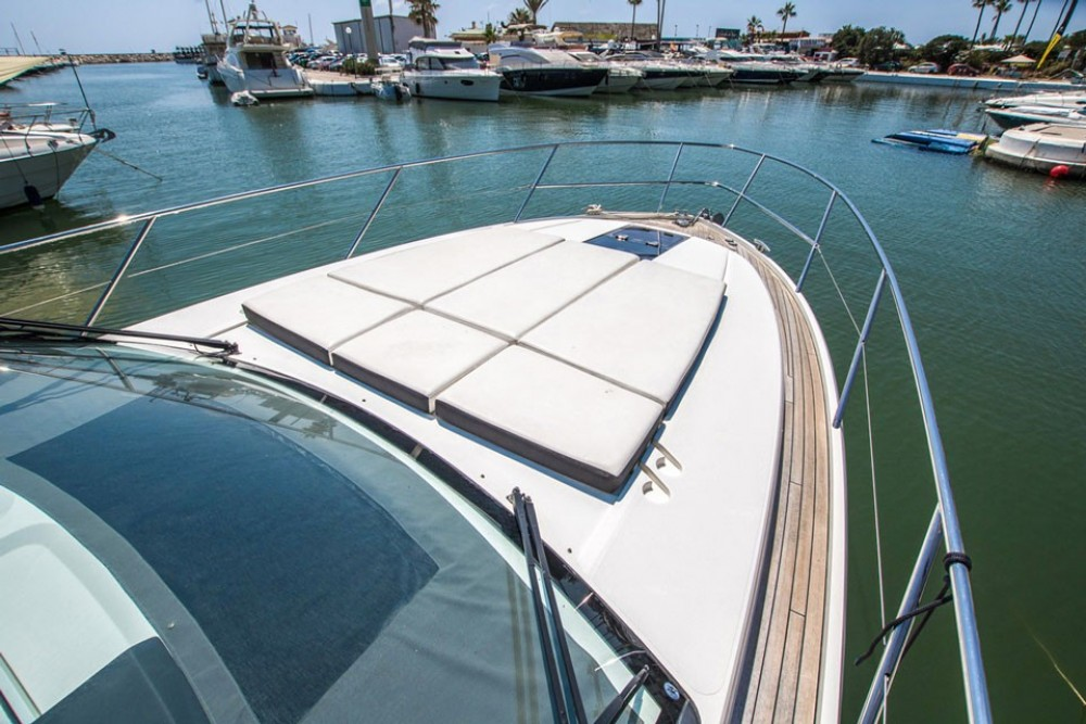 Rental Motor boat Princess-Yachts with a permit