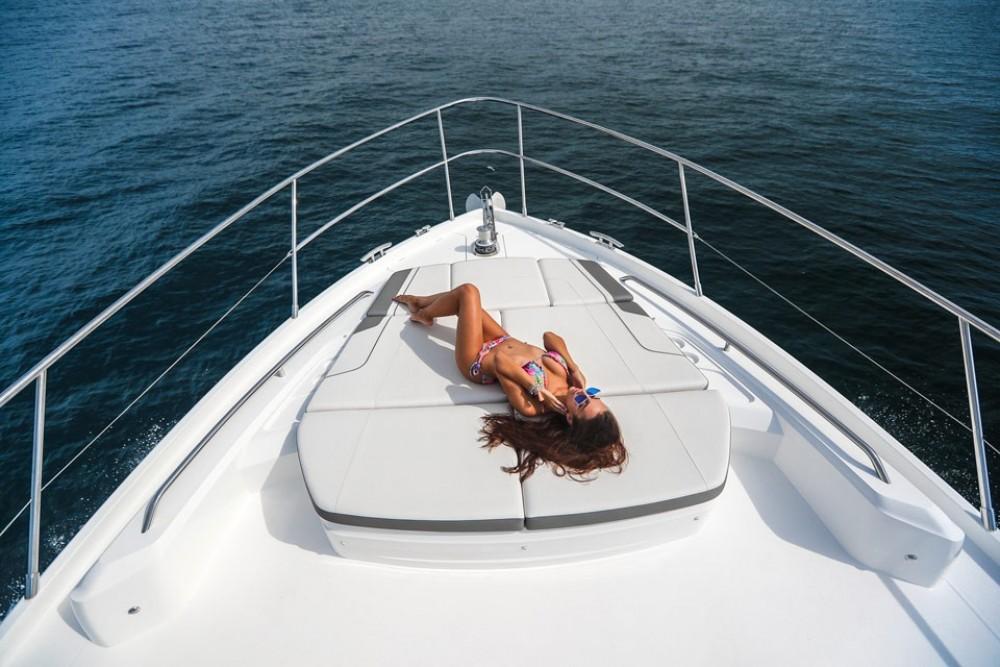 Rent a Princess-Yachts Princess S65