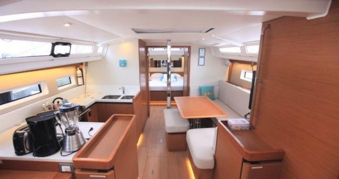 Boat rental Jeanneau Sun Odyssey 44 in Tortola on Samboat
