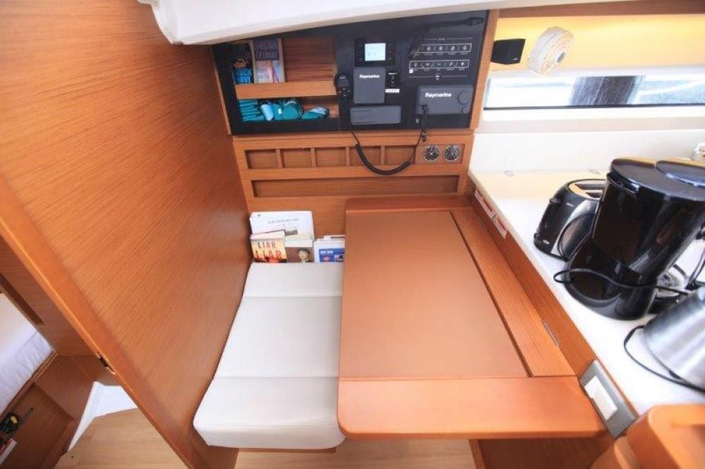 Rental yacht Road Town - Jeanneau Sun Odyssey 44 on SamBoat