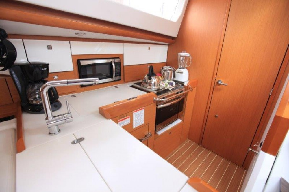 Boat rental Jeanneau Sun Odyssey 44 Ds in Road Town on Samboat