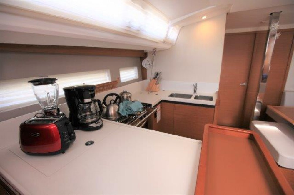 Rental Sailboat in Road Town - Jeanneau Sun Odyssey 44 Ds