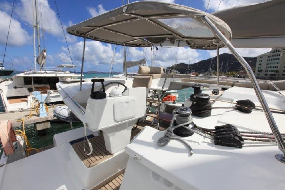 Rental Catamaran in Road Town - Fountaine Pajot Helia 44 Evolution