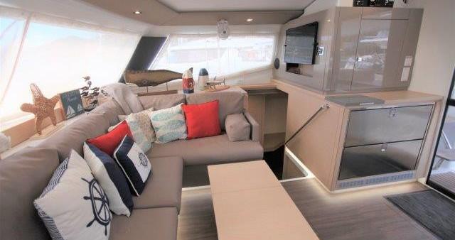Rental Catamaran in Tortola - Fountaine Pajot Helia 44