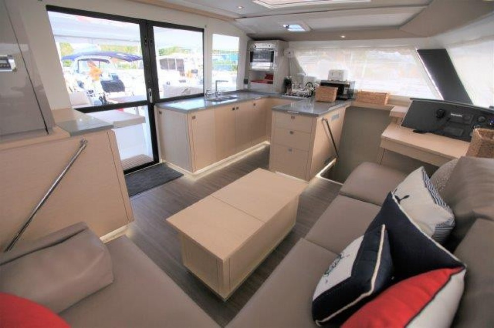 Boat rental Fountaine Pajot Helia 44 in Road Town on Samboat