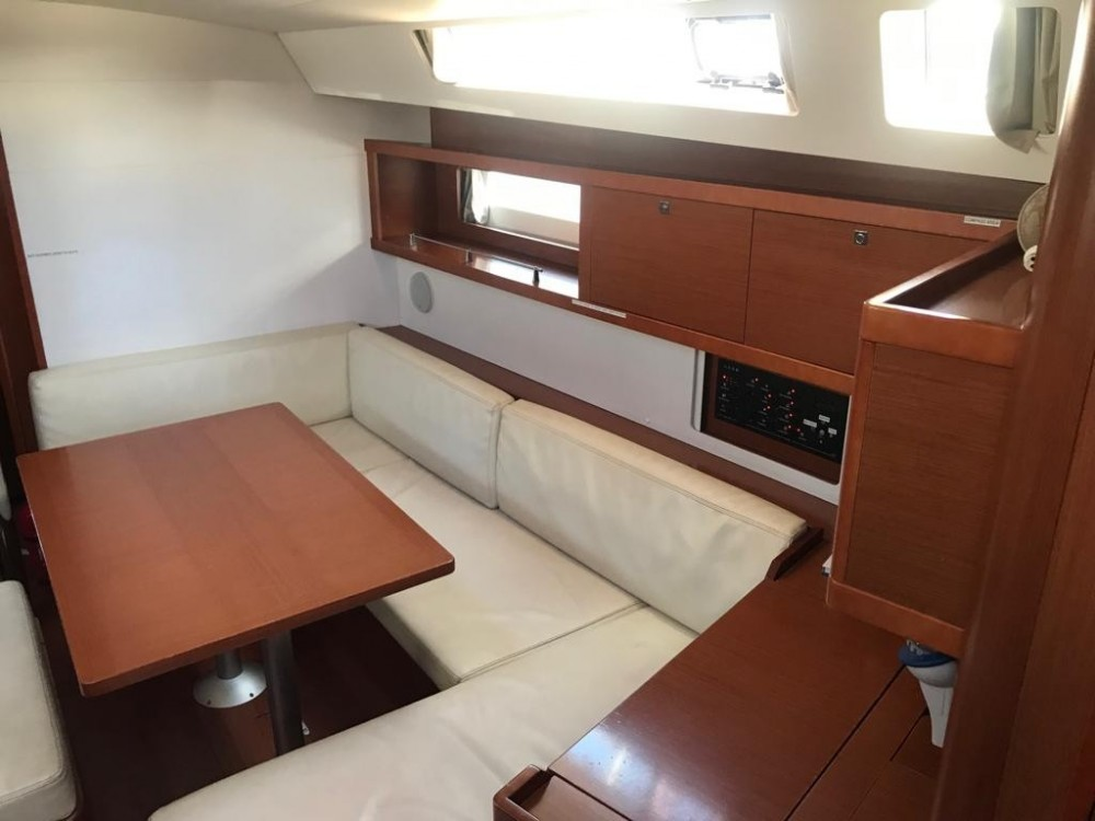 Rental yacht Palma - Bénéteau Oceanis 45 on SamBoat