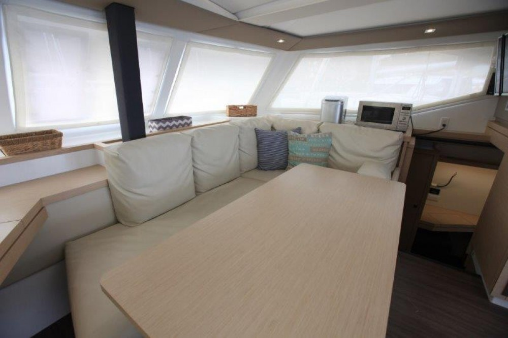 Rental Catamaran in Road Town - Fountaine Pajot Lucia 40