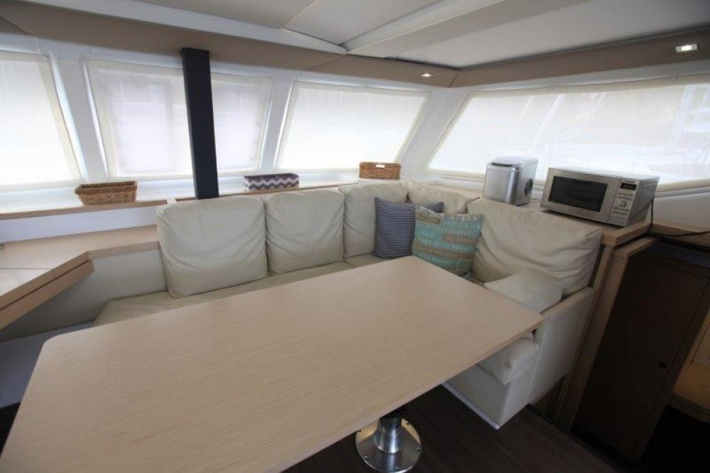 Boat rental Fountaine Pajot Lucia 40 in Road Town on Samboat