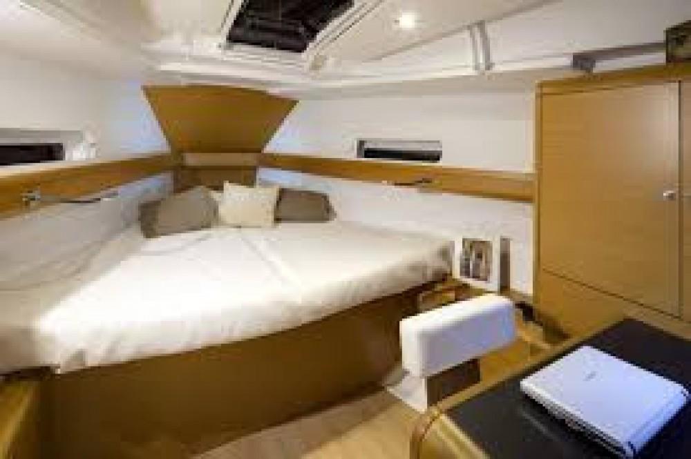 Rental yacht Road Town - Jeanneau Sun Odyssey 389 on SamBoat