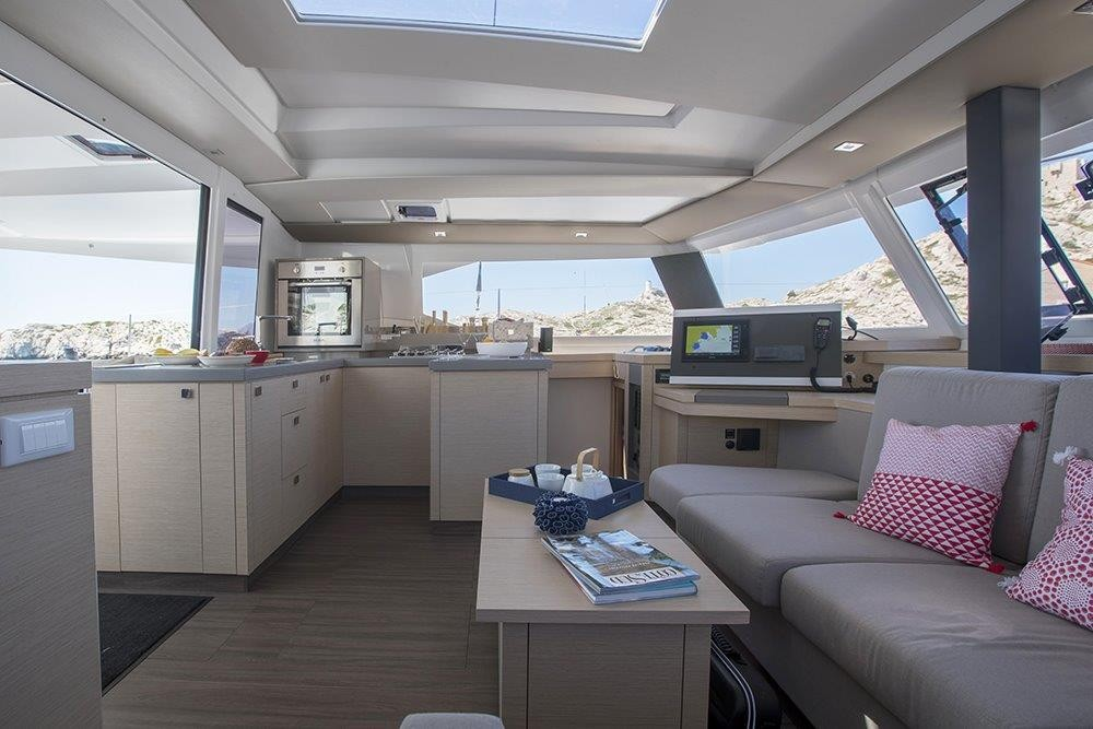 Rental Catamaran in Road Town - Fountaine Pajot Astrea 42